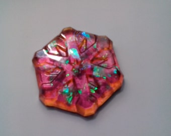 Color shifting paper weight