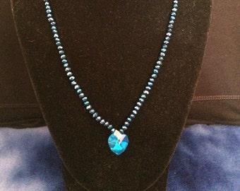 Elegant shimmering saphire blue necklace