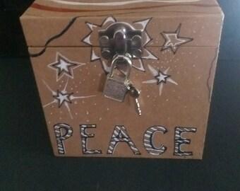Patriotic Memorabilia Keepsake Box (with Lock and Key)
