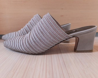 "Vintage ""Andrea Bertelli"" Shoes Taupe Slides Pointed Toes Stetchy Low Heeled Suede Heel Italy Size 7 1/2AA Narrow 7.5AA Elegant"