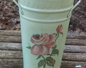 Vintage metal Small Base. It has a rose in the front. Light green. Home decor. Bath Decor. Kitchen decor.