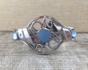 Stunning Vintage Blue Stone Silver Tone Clamper Bracelet