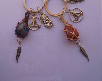 Keychains Zen. Keychains stone sea. Keychains colored stone and buddha. Key Buddha.Llaveros meditation. Keychains Zen stones