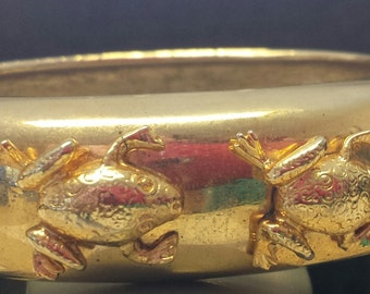 Feeling Froggy Vintage Gold Plate Hinged Bangle Bracelet- 4 Frogs-A-Leaping;Frogtastic!