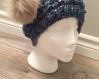 Hat/toque for woman, hand-knitted in wool quality