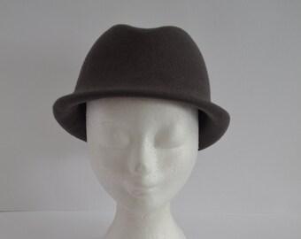 Model Monroe: handmade grey wool felt Hat