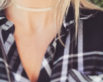 Ro Choker - Matte gold triangle chain