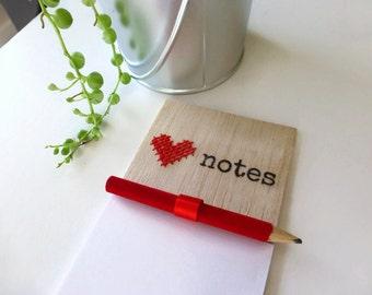 Fridge magnet - Magnetic notepad - Love notepad - Heart magnet - Wooden magnet - Wooden heart magnet - Valentines Day - Valentine - Magnet
