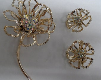 Vintage Designer SARAH COVENTRY FLOWER Pin and Clip On Earring Set