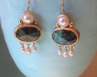 Sfortza Earrings - gold, labradorite and pearl
