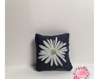 Mini Daisy Feature Cushion