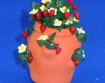 Dollhouse Miniature Strawberry pot with strawberry plant; twelfth scale; 1:12 scale.  Item #D141.