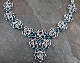 Chainmaille Necklace - Helm Weave - Aqua Locket Necklace - Byzantine Chain -  Chainmaille Jewelry