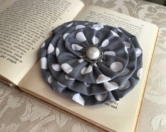 Gray & white Polka Dot Flower Brooch.Gray White flower Hair Clip.Gray headpiece.gray white fascinator.Gray Flower Hair Piece.Gray Polka Dot