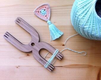 Pompom Maker Tassel Cord Friendship Bracelet and Small Weaving Tool -  The Loome Chromasome Model