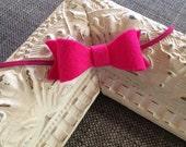 Mini Felt Hot Pink Bow Headband // Skinny pink elastic // Felt Bow // Pink Bow // Photo Prop // Baby Headband // Mini Bow // Newborn