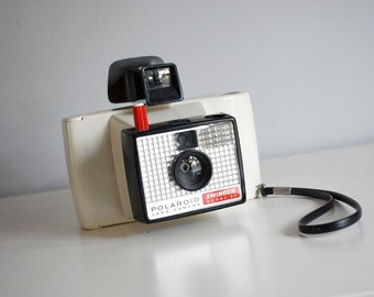 1960s Swinger Polaroid Land Camera Model 20 Vintage Instant Camera White Mod Photography Equipment Mid Century Decor Red Shutter