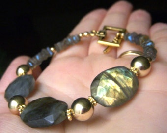 Chunky Labradorite Bracelet Goldfilled, Flashy Fiery Gemstone, Medium Gemstone Bracelet, Genuine Labradorite Jewelry