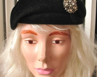 Novak   Vintage 1940s Black Fur Velour Hat Shaped Beret Style with Rhinestones and Bow