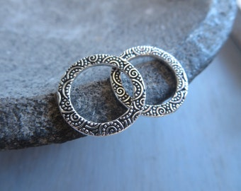 pewter ring link , flat round textured spiral connector or pendant , antiqued silver plated finish , metal casting ,   2 pcs / 6aT-3135-12