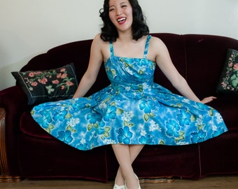 Vintage 1950s Dress - Vibrant Blue Floral Print Cotton Hawaiian 50s Sundress with Shirred Boned Bodice and Full Skirt