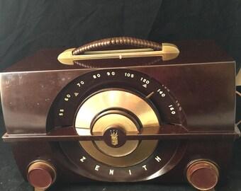 Antique zenith bakelite J615 tube radio