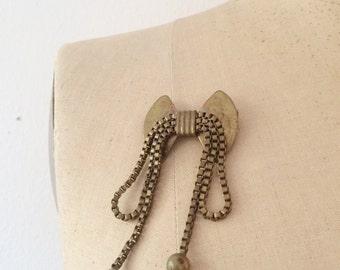 1940s jewelry / brass jewelry / Bow Brooch