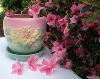 Hull Art Pottery Planter L25, Water Lily Design, Garden or House Flower Planter, Attached Drainer Dish, Collectible Home Decor