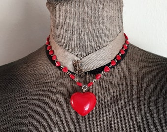 Vintage 1980s Red Hearts Plastic Necklace