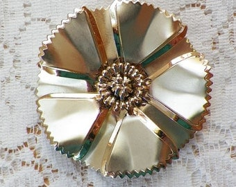 Large Vintage Retro Brushed and Shiny Metal Gold Tone Flower Brooch / Pin / Broach