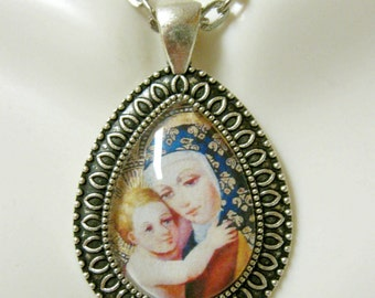 Madonna and child pendant with chain - AP15-038