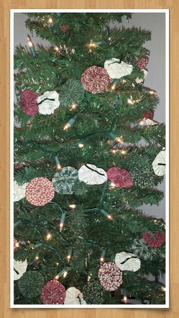 Yo Yo Christmas Garland, Country Style Red, Green, and Cream Fabrics - With Buttons & Bows