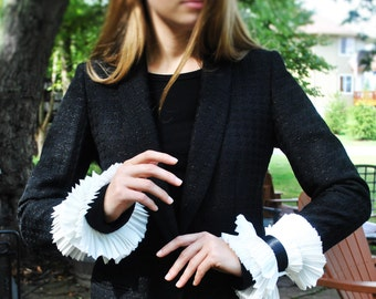 Silk cuffs/ Hand made, hand pleated silk cuffs/ Detachable cuffs/ White cuffs// Ruffled detailed cuffs/ rusteam