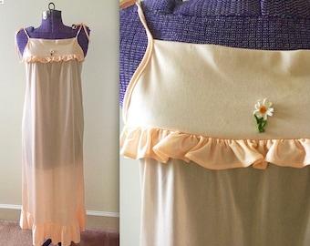 Vintage 1970s Peach Daisy Slip Nightgown - Small