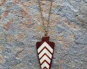 Bone arrowhead necklace, tribal point, horn arrow, ethnic necklace, unisex, tribal pendant, brown, cream, handcarved, inlaid bone, horn