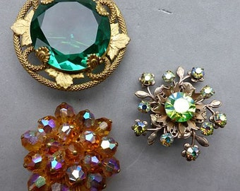 Lot #6 of 3 vintage colorful rhinestone brooches / pins