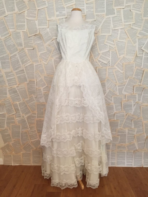 CLEARANCE Vintage White Wedding Dress Bridal Gown Lace Tiered