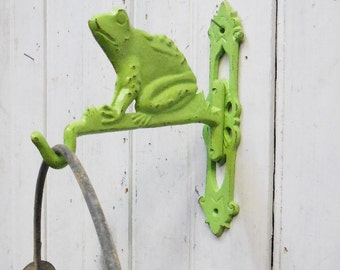 Cast iron plant hanger Frog bracket green Garden Art indoor Outdoor bucket light hook