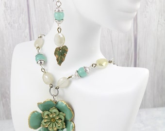 Green Flower Artisan Jewelry Necklace – Everyday Hawaiian Artisan Hippie Jewelry Necklace – Bohemian Flower Fashion Necklace - Set 9