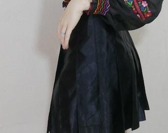 90s black satin pleated mini skirt size L