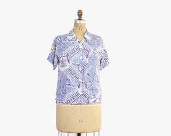 Vintage 50s Hawaiian TOP / 1950s Blue Rayon Novelty Print Blouse Shirt M - L