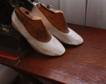 US 8.5 / Euro 38.5 / UK 7 Silk and Lace Slippers