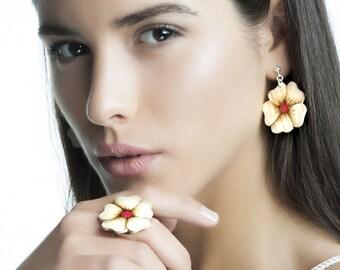 Ring & earrings set  flowers of wood - Look at a bohemian wedding