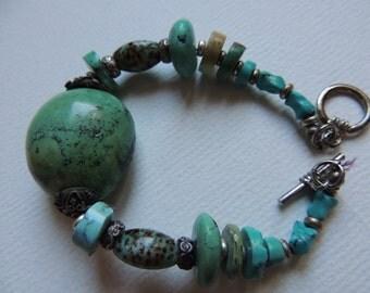 Turquoise beaded bracelet      VJSE