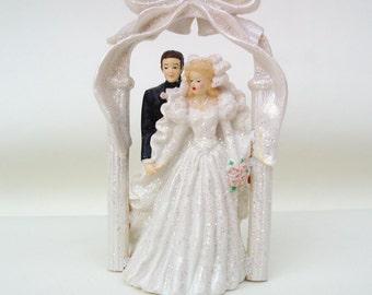 Vintage Bride and Groom Cake Topper Wedding Columns Arch Glitter Bride Groom Figurine Hanging Bells