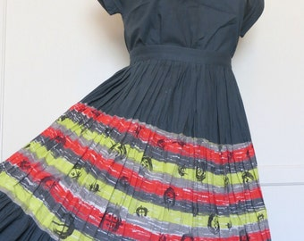 Vintage 50s Two Piece Patio Set Grey Hot Pink Lime Green Novelty Print Abstract Horseshoe Pleated Skirt Womens Size X-Small