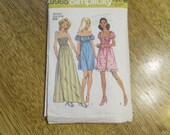 1970s SEXY Bohemian Gypsy Peasant Dress / Blouse / Chemise - Learn to Sew - Size Medium (10 - 12) - VINTAGE Sewing Pattern Simplicity 9965