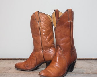 7 B | Justin High Heel Western Boots in Honey Brown Leather