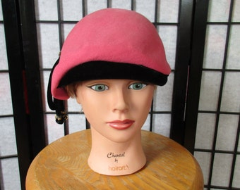 Vintage Hat 1930s 1940s Pink and Black Wool Felt Beret Cap with Tassel Glenover Henry Pollak New York Cloche Style