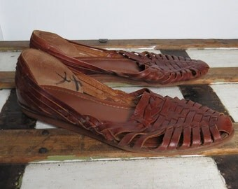 vintage 90s brown leather hippie huraches sandals // boho // ethnic // size 9